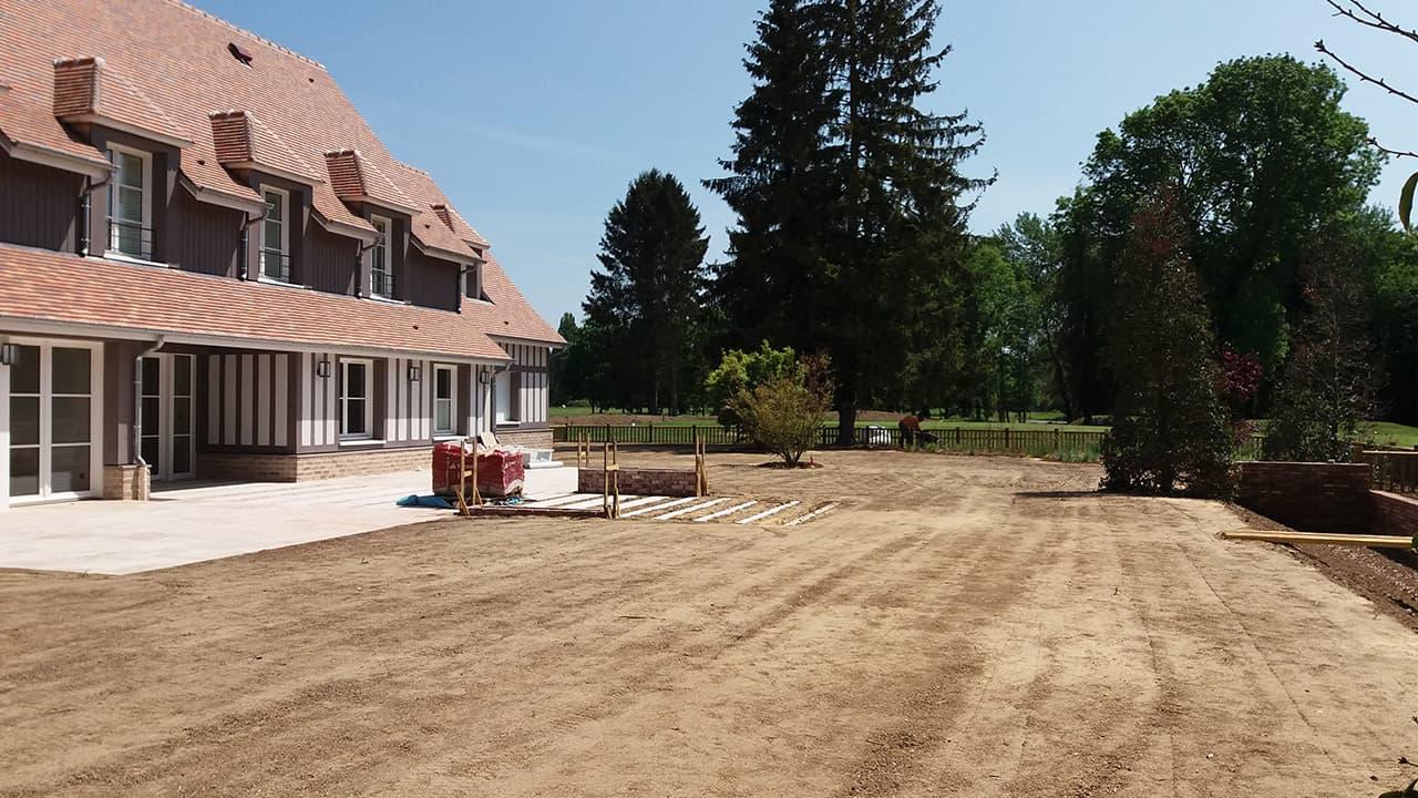 Nivellement et engazonnement d'un jardin - Golf de Vaudreuil (27)
