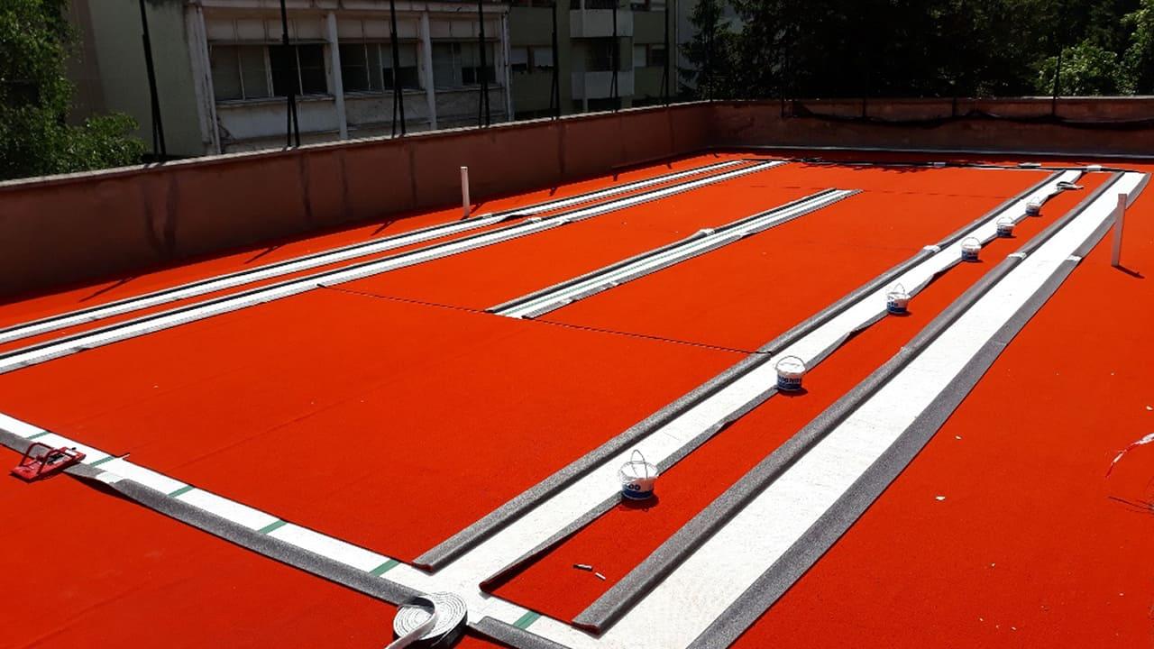 Mise en place des lignes de jeux de terrain de tennis